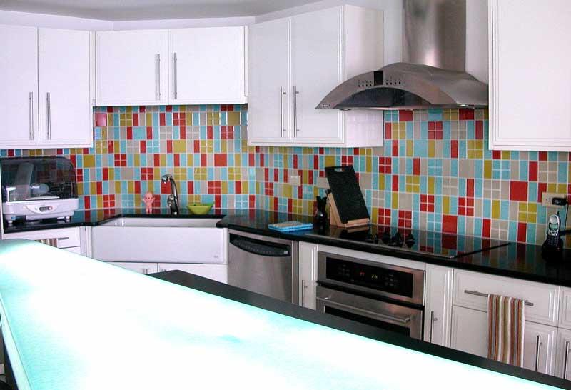 Kuchnia z kolorową glazurą