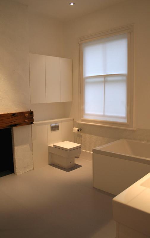 Biała łazienka, toaleta