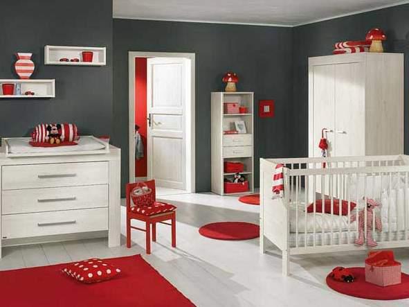 Szaro – czerwony pokój dla noworodka