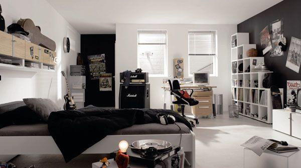 Czarne i białe meble w pokoju dla młodzieży